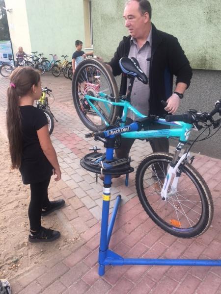 Punkt szybkiego serwisu rowerowego  i spartakiada